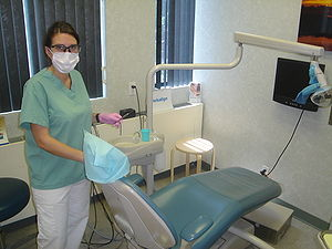 English: Dental Hygienist